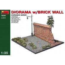 1:35 Diorama with Brick Wall