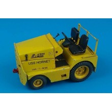 UNITED TRACTOR GC-340/ SM340 tow tractor US NAVY/ ARMY