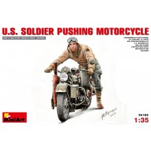 1:35 U.S. SOLDIER PUSHING MOTORCYCLE