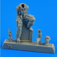 1:48 German WWII Luftwaffe pilot with seat for Bf 109